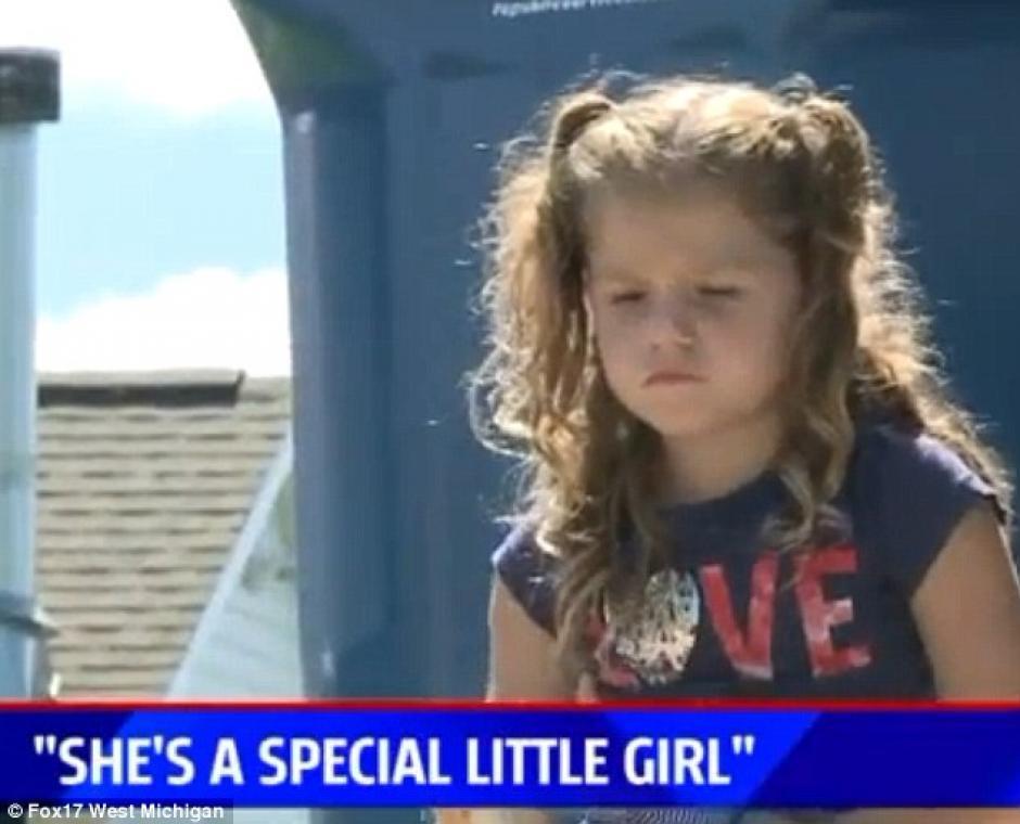 La niña tiene cuatro años y no dudó en ayudar a sus vecinos. (Foto: dailymail.co.uk)