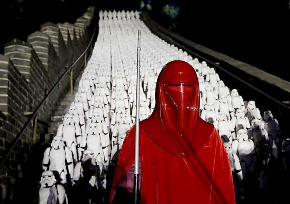 """En un acto promocional de """"Star Wars"""": El depertar de la fuerza, en China, utilizaron 500 Stormtroopers plásticos. (Foto: Reuters)"""