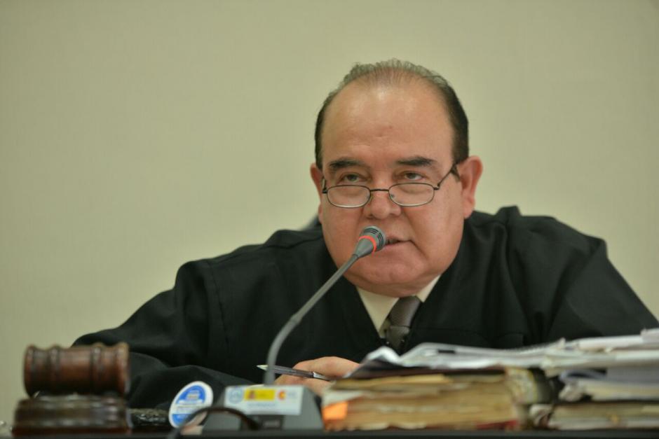 El juez Walter Villatoro desarrolla la audiencia de primera declaración de los once implicados en el caso El Bodegón. (Foto: Wilder López/Soy502)