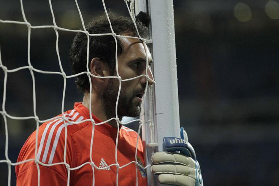 Diego López se lamenta tras recibir el gol de Diego Costa.