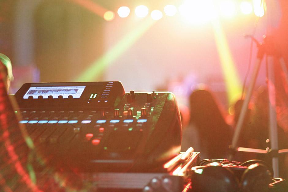Una de las consolas de audio que se utilizaron durante el concierto