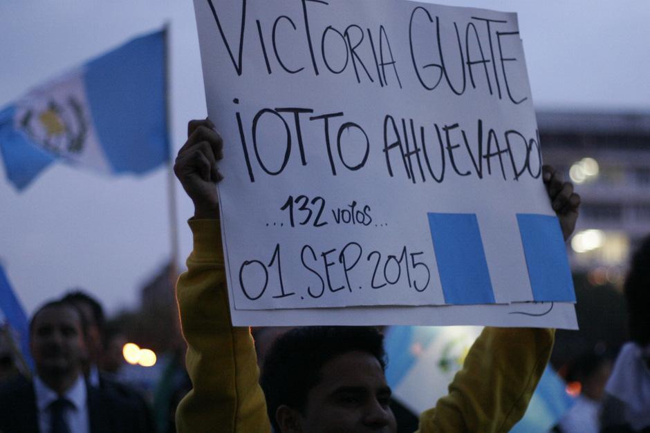 Las pancartas con mensajes de aliento relucieron al final de la tarde del 1 de septiembre.(Foto: José Dávila/Soy502)