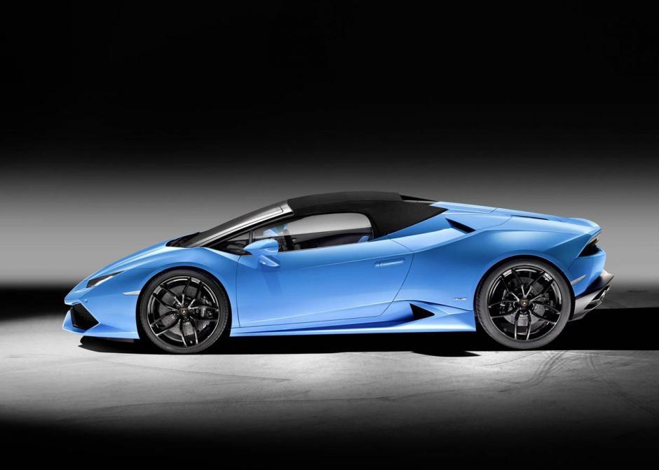 El nuevo modelo de Lamborghini incluye un cristal trasero ajustable que actúa de rompevientos, además de dos protectores laterales desplegables. (Foto: autopista.es)