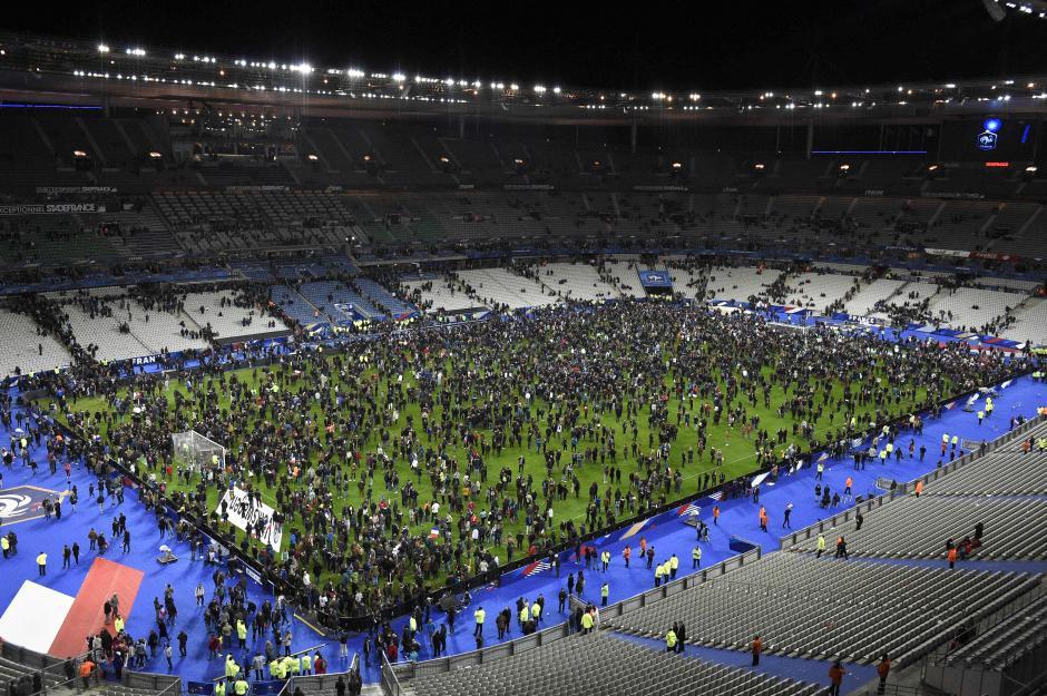 Uno de los atentados tuvo lugar en las cercanías del estadio Stade de France, durante un partido amistoso de fútbol entre Francia y Alemania. (Foto: AFP)