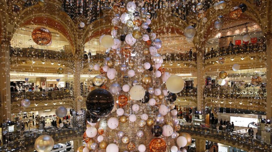 Así luce el complejo comercial de Las Galerías Lafayette de París. (Foto: AFP)