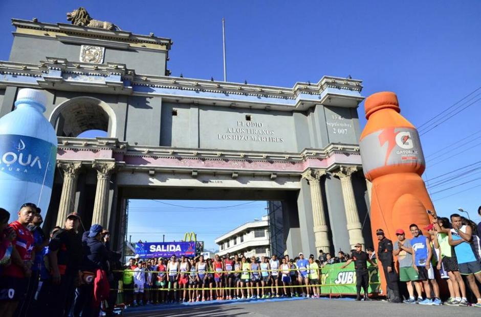 Cientos de deportistas nacionales y extranjeros participaron en los 21K. (Foto: Stereo 100)