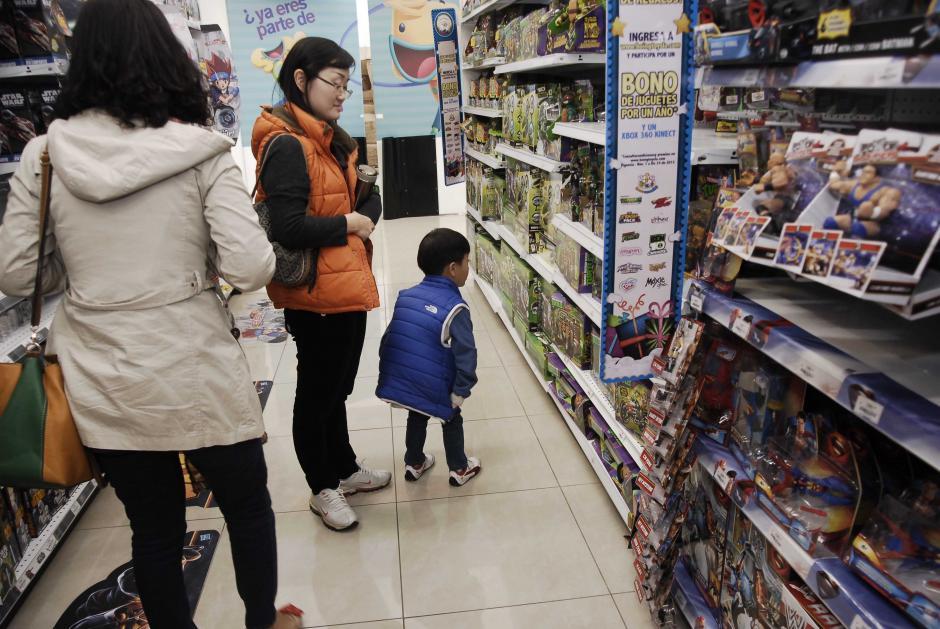 En todas las tiendas hay una amplia gama de juguetes para todas las edades, de acuerdo con los intereses de los pequeños. (Foto: Jesús Alfonso/Soy502)