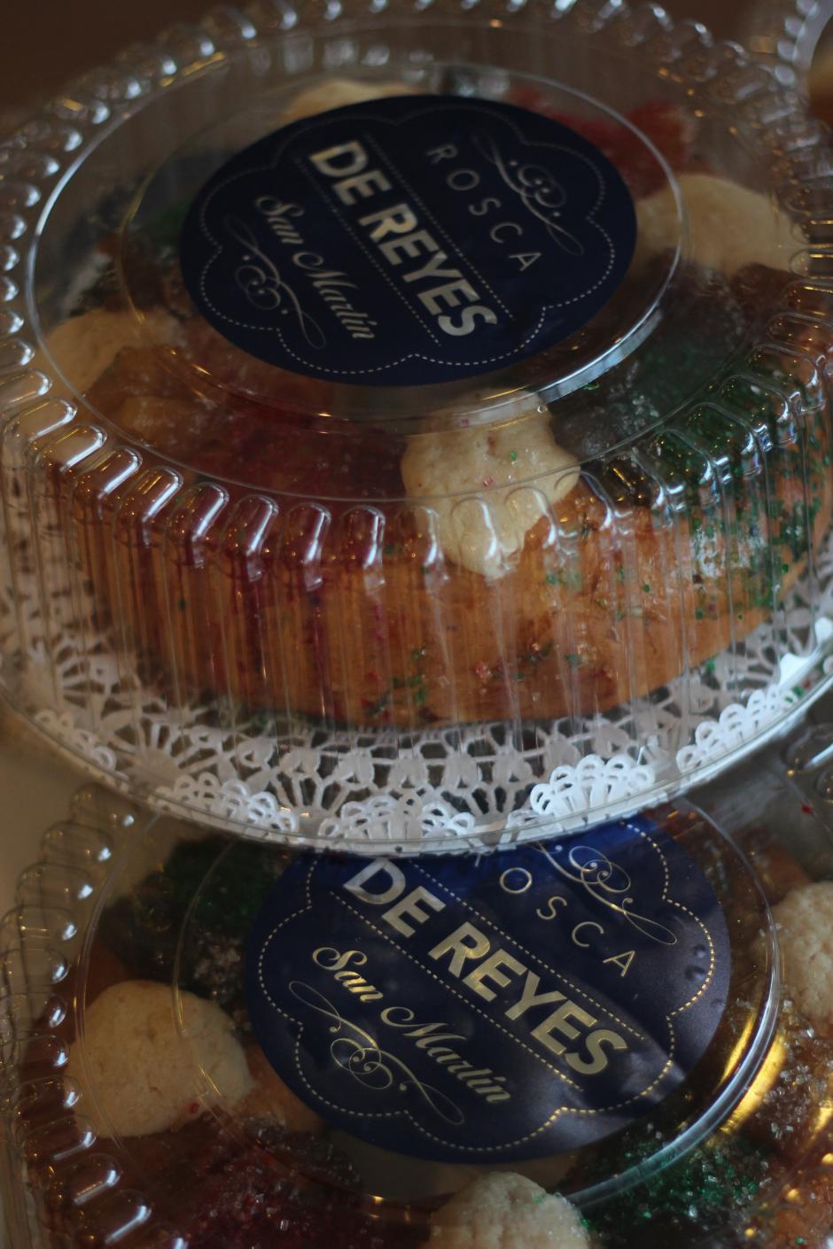 La Rosca de Reyes es un bollo elaborado con una masa dulce con forma de doma adornado con rodajas de fruta cristalizada. (Foto: José Dávila/Soy502)