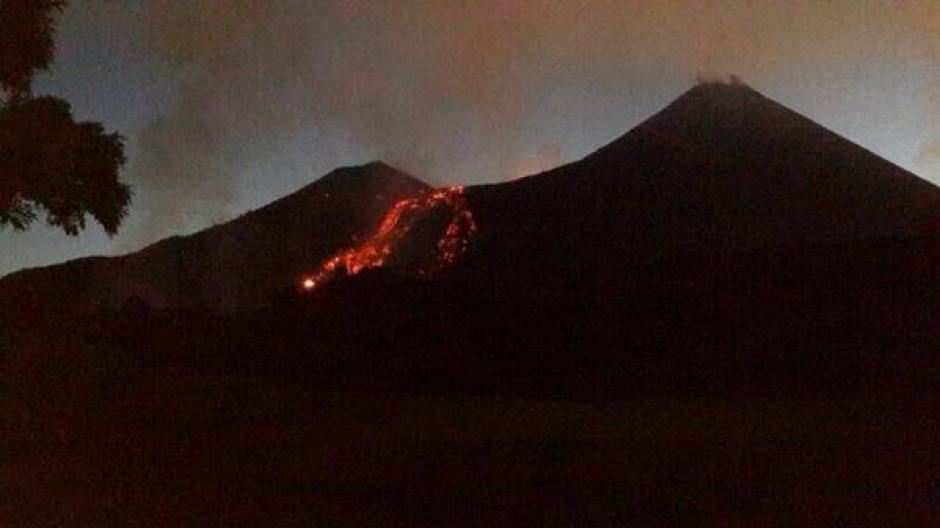 Dados los antecedentes históricos del volcán debe mantenerse la alerta durante las próximas 36 horas. (Foto: Twitter)
