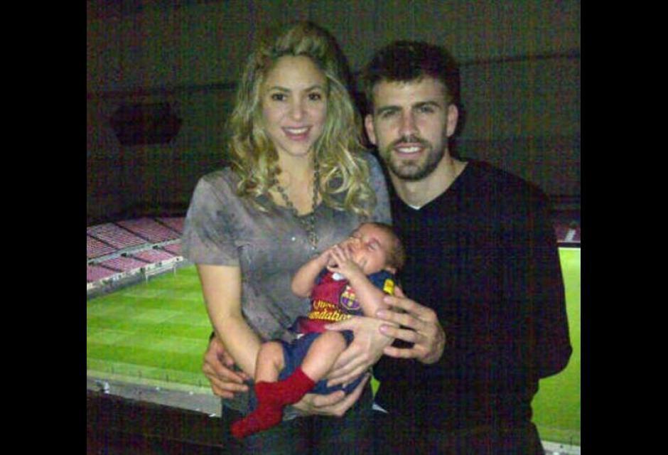 A los 15 días de haber llegado al mundo, Milan y su madre fueron al estadio a ver a Gerard.