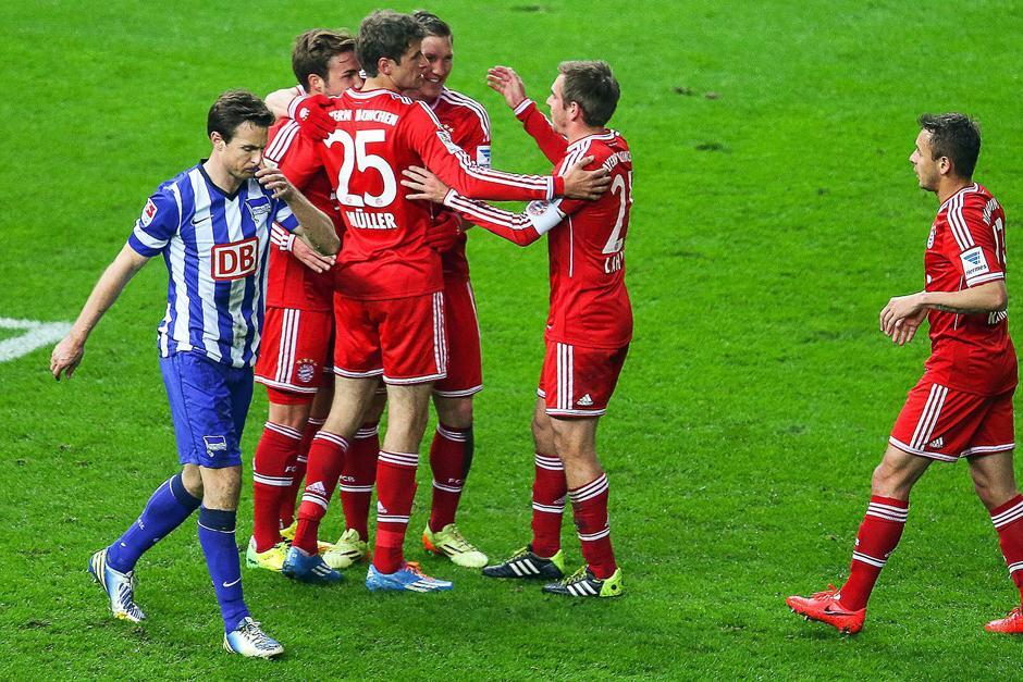 Los jugadores celebran el gol que al minuto 5 abrió el camino de la victoria para el Munich