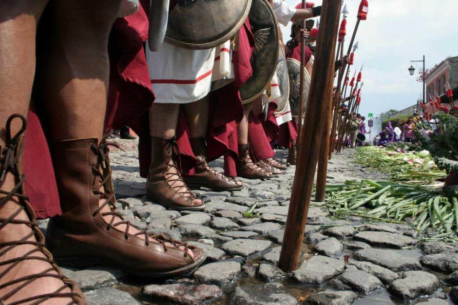 """Los """"Romanos"""" fueron parte esencial del cortejo procesional.(Foto: Raúl Illescas/Especial para Soy502)"""