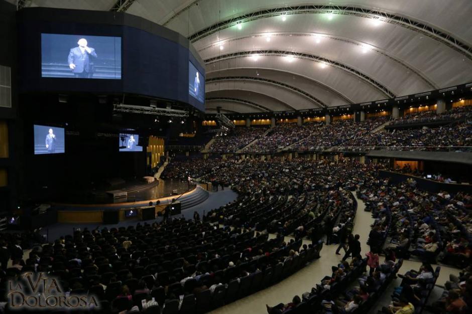Unas siete mil personas llegaron al auditorio de la Mega Fráter para observar la Vía Dolorosa. (Foto: Facebook)