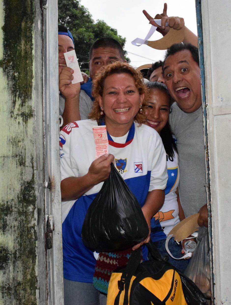 La alegría de los aficionados se notaba desde las primeras horas de la mañana. (Foto: Nuestro Diario)