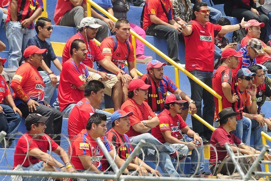 La afición roja se hizo presente en el estadio de El Trébol