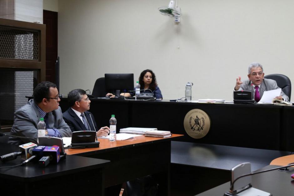El juez Miguel Ángel Gálvez sentenció a Edgar Barquín a 2 años y 6 meses, pero le suspendió la pena como un beneficio del procedimiento abreviado. (Foto: Alejandro Balán/Soy502)