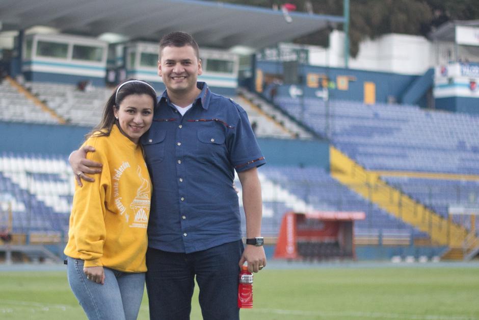 La pareja tiene mucho tiempo dio el gran paso frente a todos los asistentes el clásico 291. (Foto: José Dávila/Soy502)