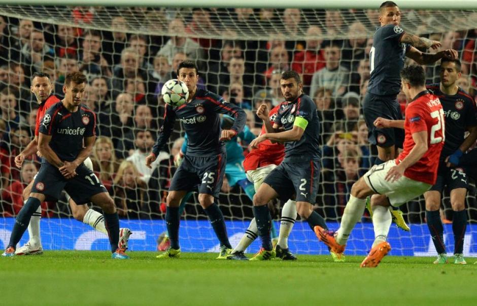 Van Persie puso el 3-0 por medio de un tiro libre ejecutado magistralmente. (Foto: AFP)