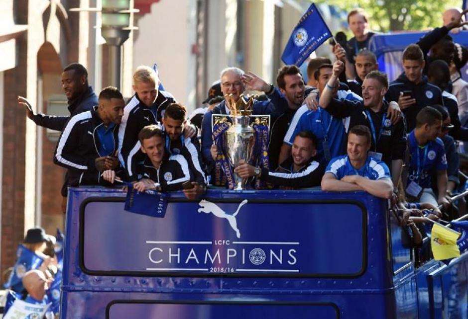 Claudio Ranieri y sus dirigidos se dieron un baño de masas. (Foto: AFP)