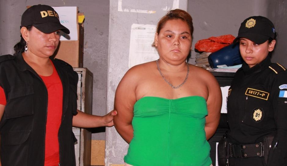 Capturan a mujer que maltrataba a niño de cuatro años en la Gomera, Escuintla. (Foto: PNC)