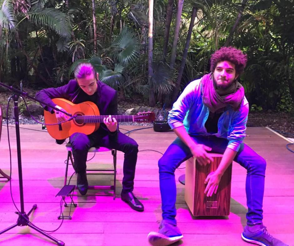 Rodrigo compagina la guitarra con su trabajo como administrador. (Foto: Rodrigo Valdez)