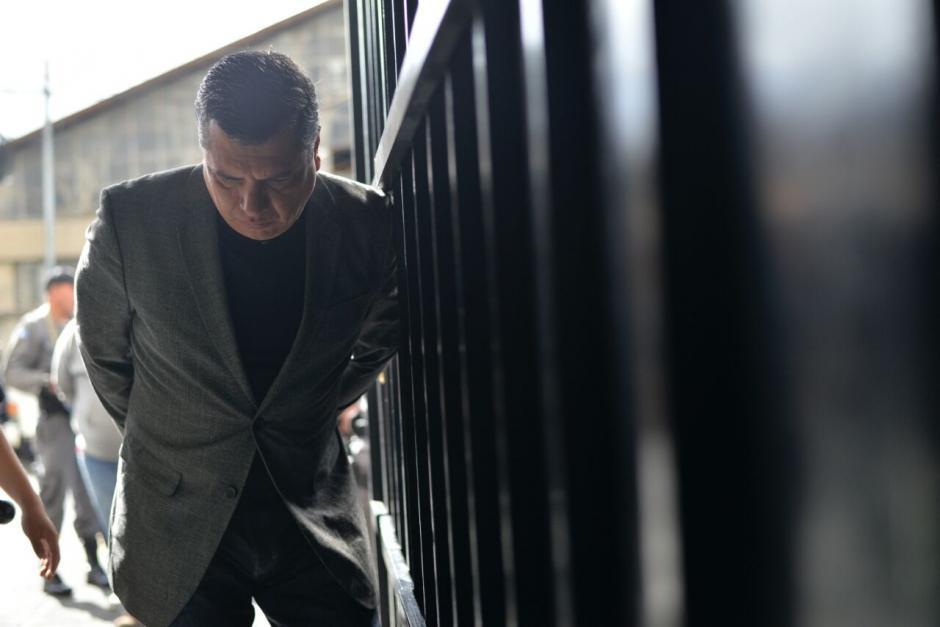 El exsecretario privado de Pérez Molina, Gustavo Martínez a su llegada a la Torre de Tribunales. (Foto: Wilder López/Soy502)
