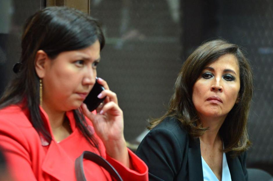 Vivian Urízar, acompañada de otra abogada, fue quien se fugó el lunes del juzgado de Mayor Riesgo B. (Foto: Jesús Alfonso/Soy502)