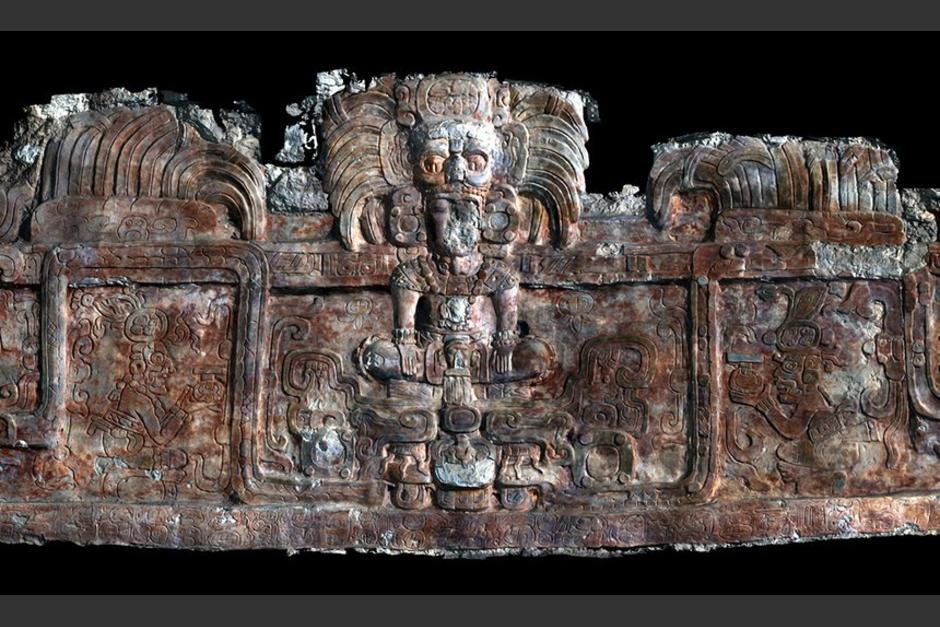 Un escáner 3D del friso que adorna un edificio que contiene la tumba en Holmul, que muestra un rey de la Dinastía de la Serpiente. (Foto: Universidad de Alabama)