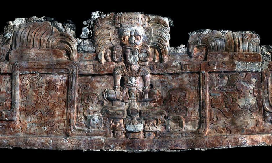 Este es un escáner 3D del friso que adorna un edificio que tiene la tumba en Holmul. (Foto: Universidad de Alabama)