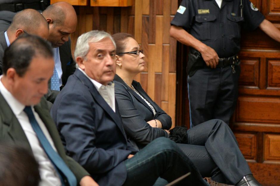Otto Pérez y el resto de implicados se mantuvieron a la expectativa durante la audiencia por la noticia de la muerte de Byron Lima. (Foto: Wilder López/Soy502)