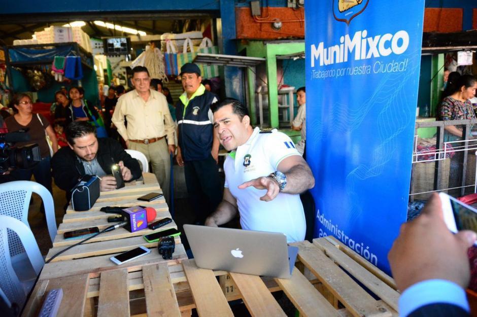 Bran se instaló en una oficina improvisada en el mercado. (Foto: Municipalidad de Mixco)