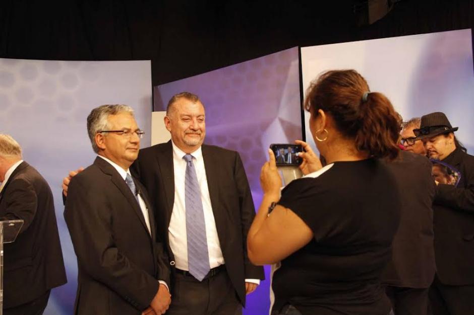 Una foto para el recuerdo junto al presidenciable de Encuentro por Guatemala, José Ángel López