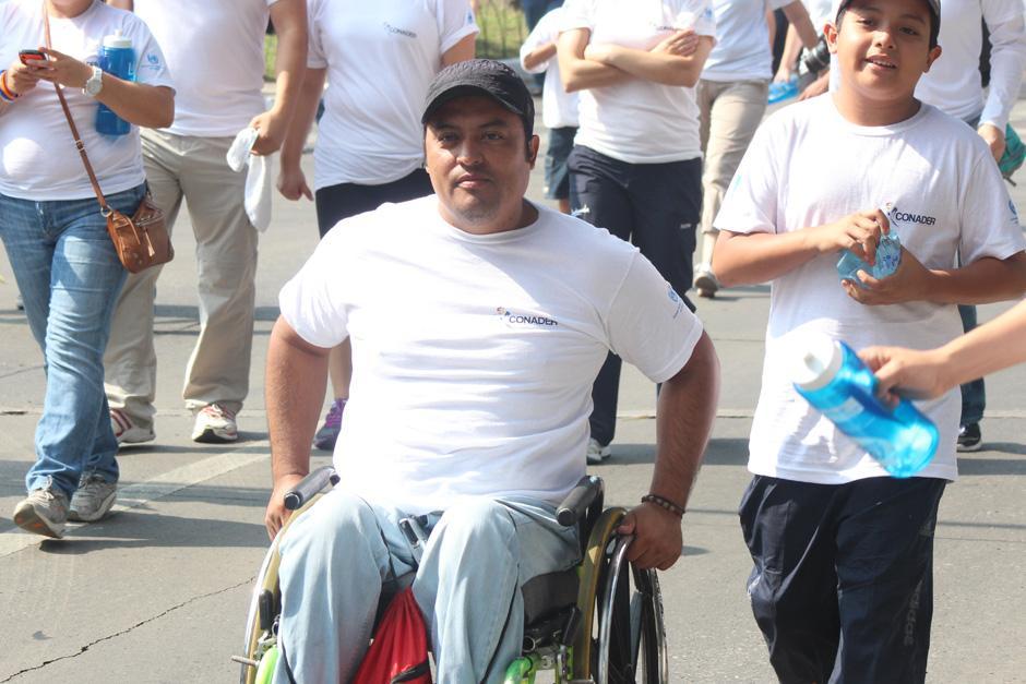 Personas en sillas de ruedas también participaron en la actividad. (Foto: José Dávila/Soy502)