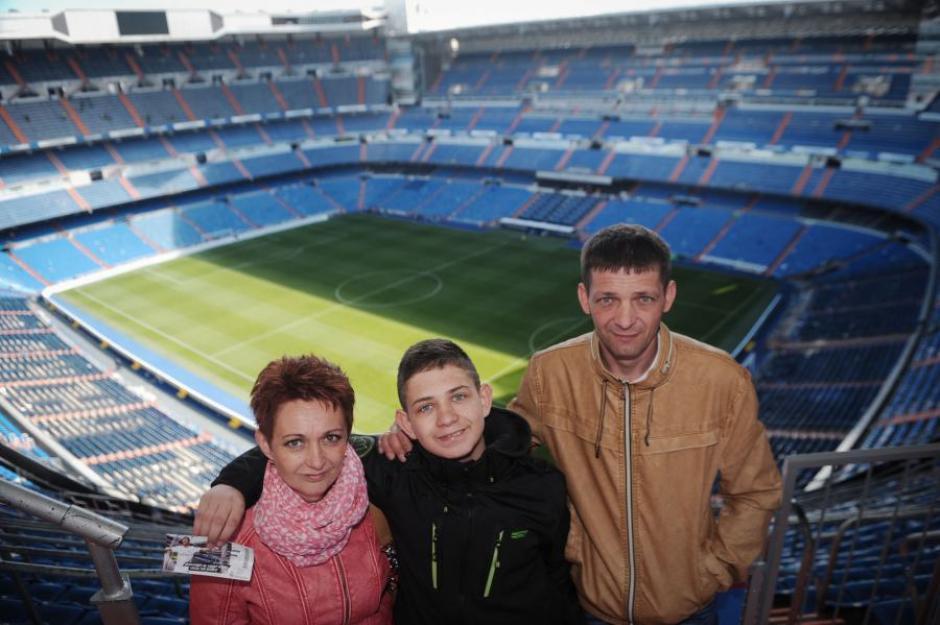 Según refleja el diario polaco 'Fakt', cuando Cristiano se enteró de la noticia, no dudó en invitar a David y a su familia a presenciar un partido del Real Madrid en el Bernabéu. (Foto: FAKT)
