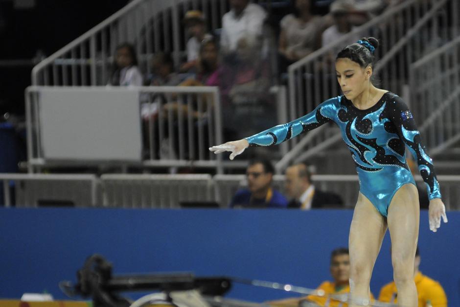 Ana Sofía Gómez sufrió una caída al final de su rutina sobre la viga de equilibrio