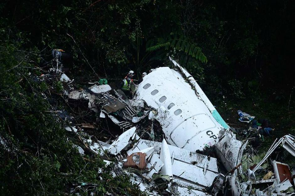 Se cree que por el mal tiempo, el avión se precipitó a tierra provocando una terrible tragedia. (Foto: AFP)