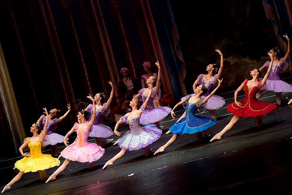 Los integrantes del Ballet ruso demostraron su coordinación y sincronización. (Foto: José Dávila/Soy502)