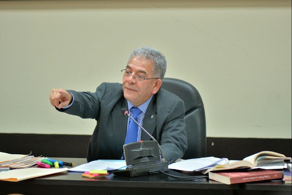 El juez Miguel Ángel Gálvez, no ha fijado fecha y hora para la audiencia donde se discutirá si los implicados en el caso La Línea deben ir a juicio. (Foto: Archivo/Soy502)