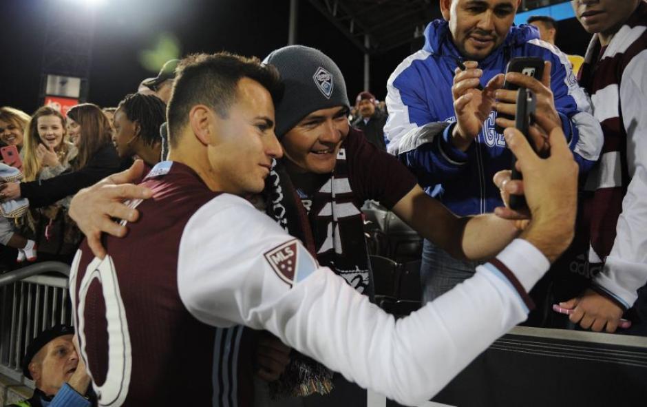 No faltó la selfie de Pappa con sus seguidores tras eliminar al Galaxy. (Foto: Colorado Rapids)