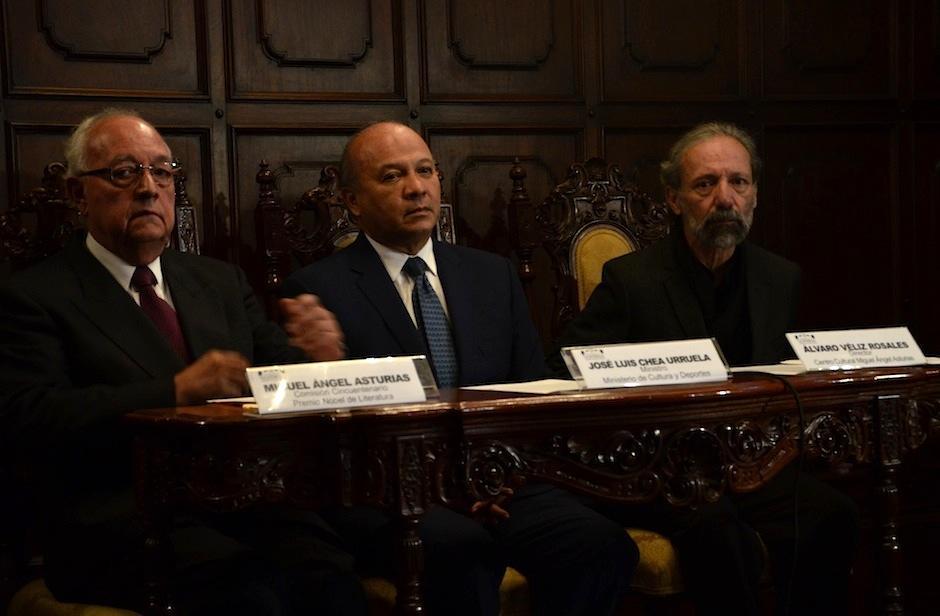 Familiares y representantes del Ministerio de Cultura y Deportes anuncian eventos que iniciarán el 10 de diciembre de 2016. (Foto: Selene Mejía/Soy502)
