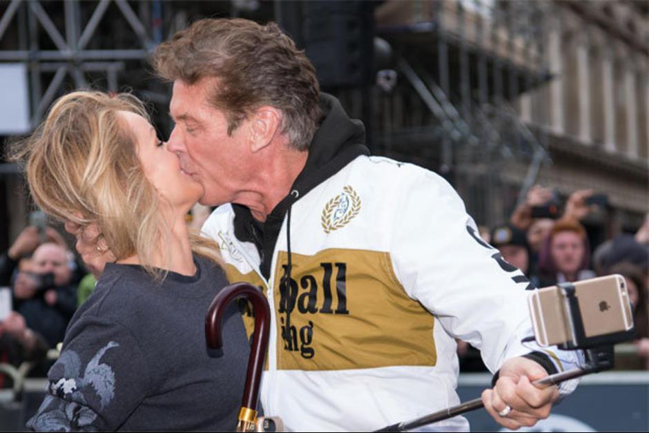 La novia de Hasselhoff había comentado que pensaba que se trataba de una broma, pero ahora se siente feliz de que sea realidad. (Foto: El Mundo)