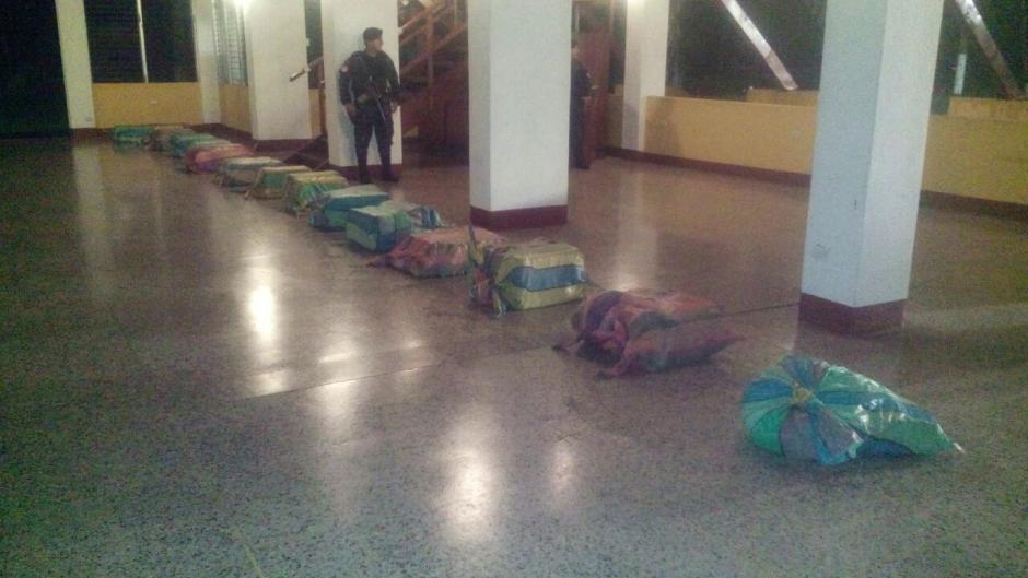 Los paquetes de droga se encontraban en costales.  (Foto: PNC)