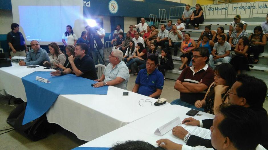 El alcalde de Villa Nueva, Edwin Escobar, asistió para la reunión junto a los viceministros de Gobernación Ricardo Guzmán y Axel Romero. (Foto: Ministerio de Gobernación)