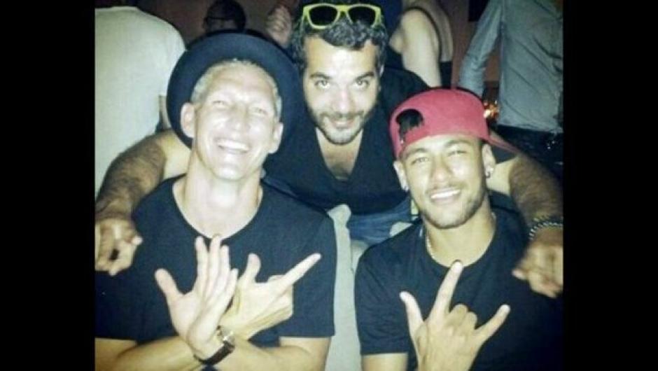 Muchas fiestas con amigos y conocidos son la constante de Neymar. (Foto: Twitter)