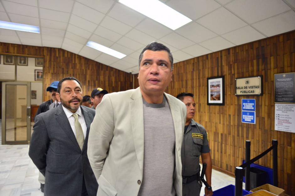 El exsecretario privado del expresidente Otto Pérez Molina, Gustavo Martínez en su llegada a la Sala de Vistas. (Foto: Jesús Alfonso/Soy502)