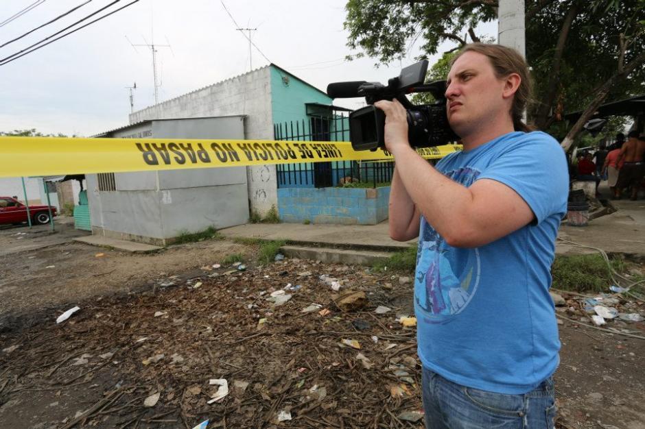 El realizador guatemalteco Juan Luis Passarelli durante la filmación. (Foto: Guerrilla Pictures/Facebook)