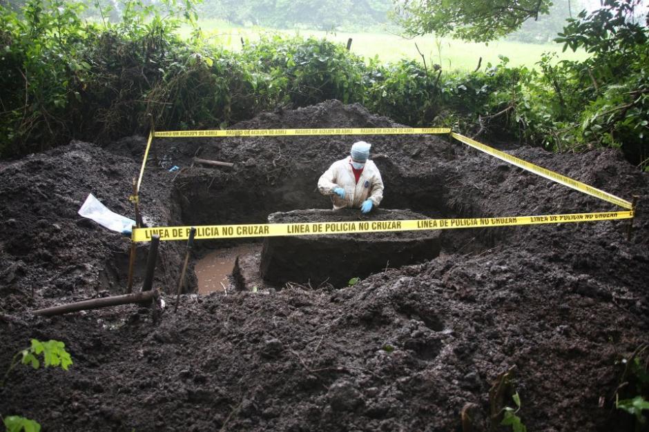 En una de las fosas donde se realizó una de las exhumaciones. (Foto: Guerrilla Pictures/Facebook)