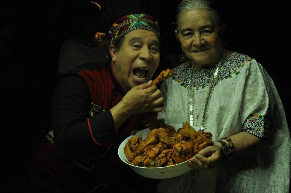A Humberto le gustaba compartir con la gente y aprender la historia de los platos típicos guatemaltecos. (Foto: Facebook)