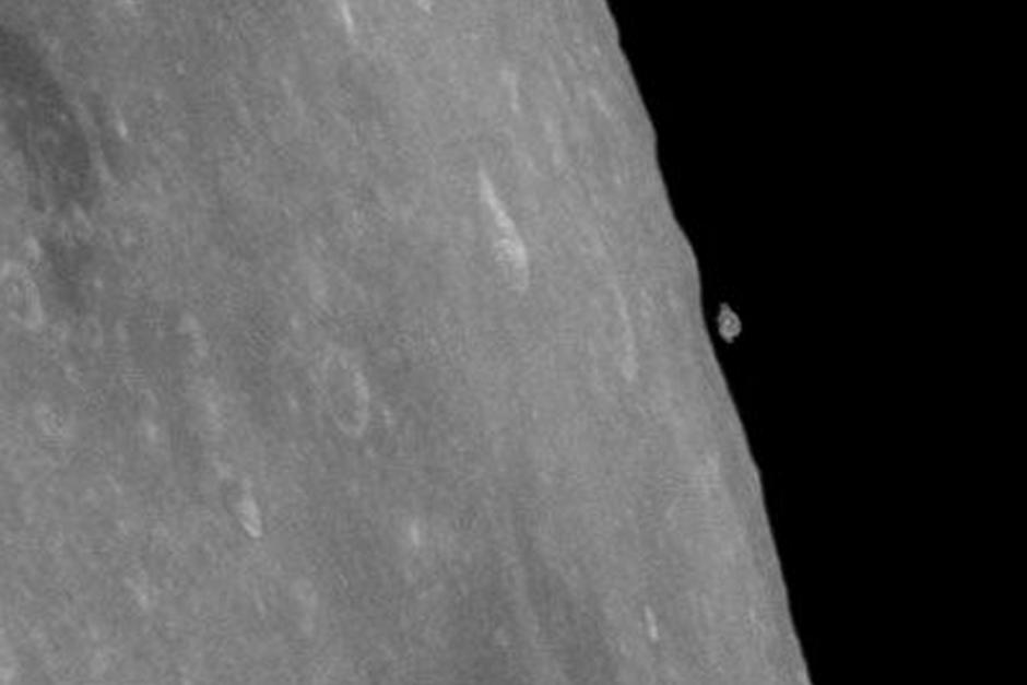 La imagen de la Luna con un supuesto fragmento rocoso flotando muy es un enigma que la NASA no ha sabido responder