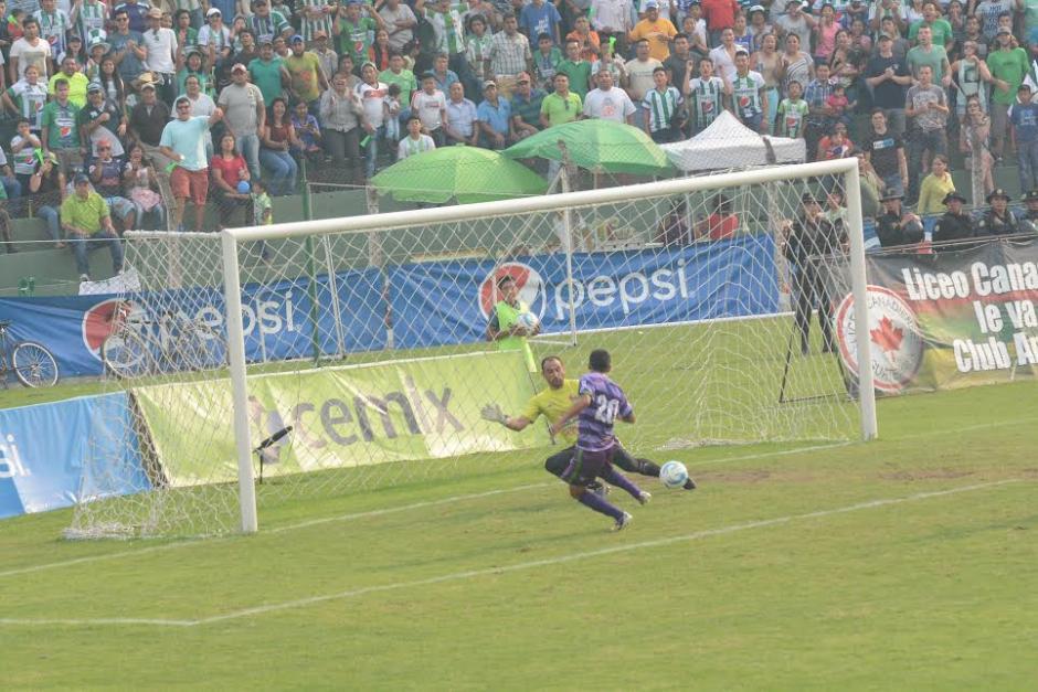 Así se gestó el primer gol obra de Alexis Matta. (Foto: Nuestro Diario)